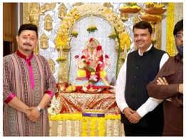 Swwapnil Joshi visits Devendra Fadnavis's home