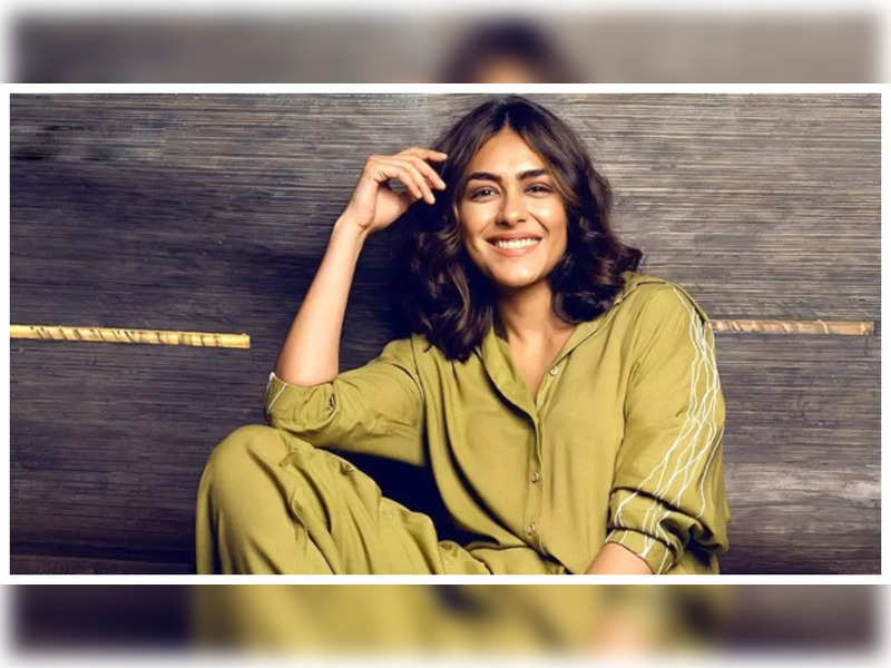 Mrunal Thakur reveals she had to let go off a few projects due to COVID-19, says she wasn't okay with it