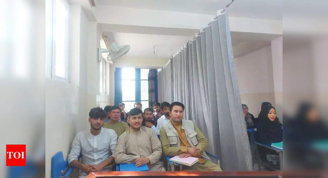Taliban orders male students, teachers to school
