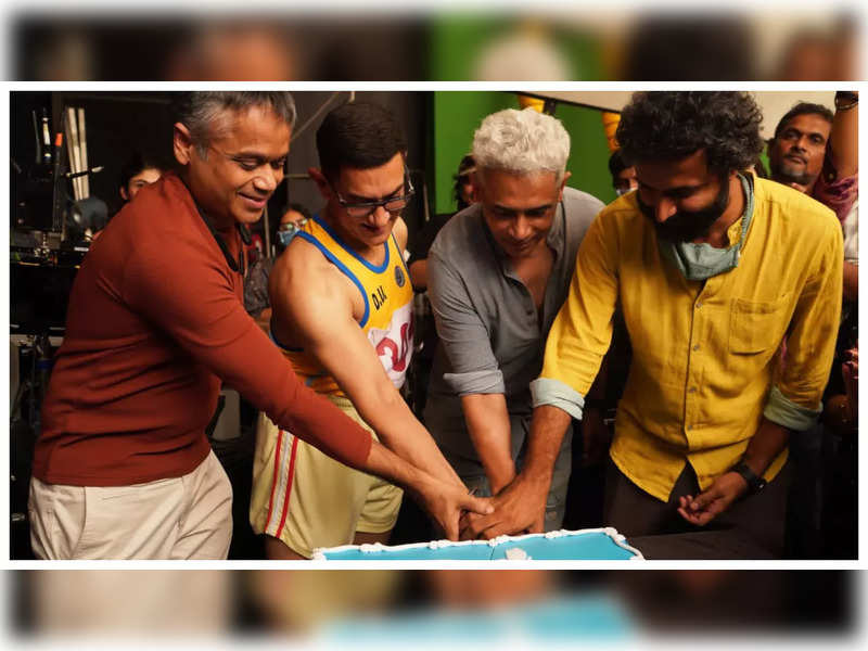 Atul Kulkarni shares BTS post-wrap photo from the sets of 'Laal Singh Chaddha' with Aamir Khan
