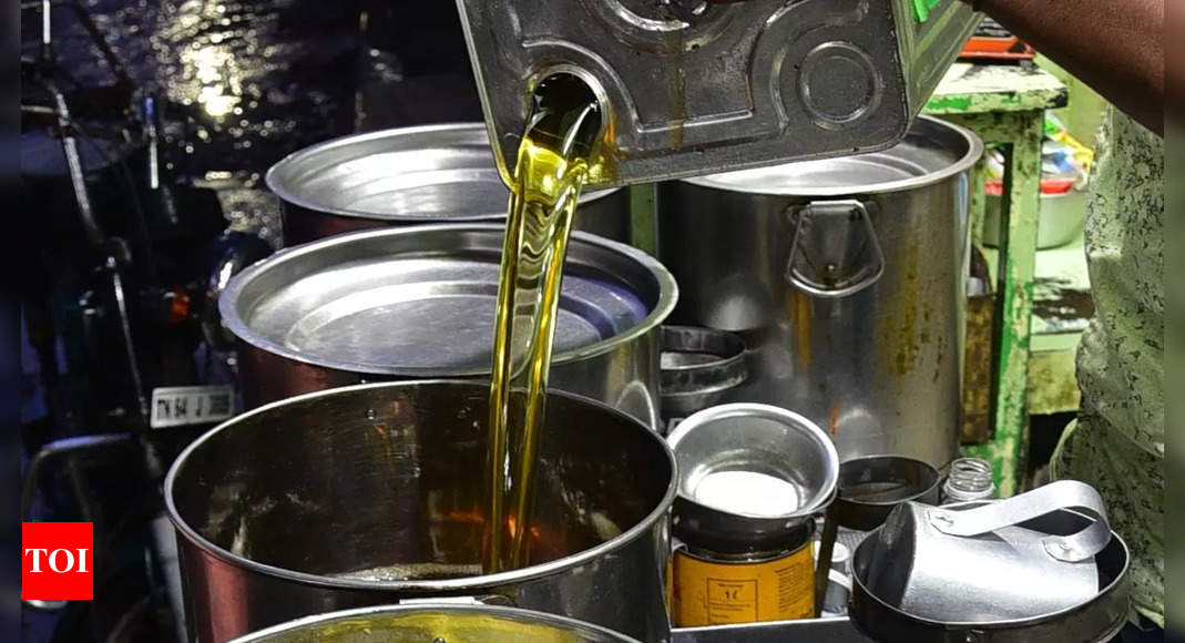 Daily wholesale prices of edible oils drop significantly: Govt