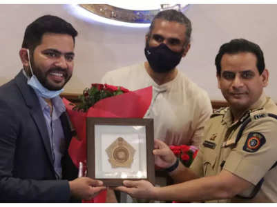 Suniel gives air purifiers to police stations