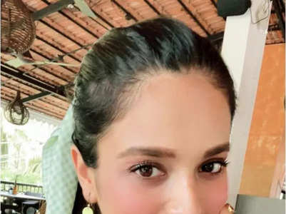 T'wood actresses who look stunning in selfies