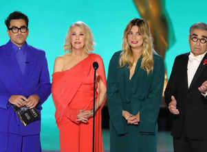 Emmys 2021: 'Schitt's Creek' cast reunites