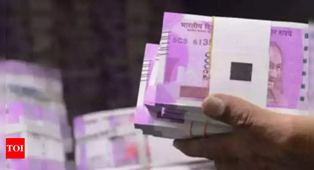Rupee surges 15 paise to 73.59 against US dollar in early trade