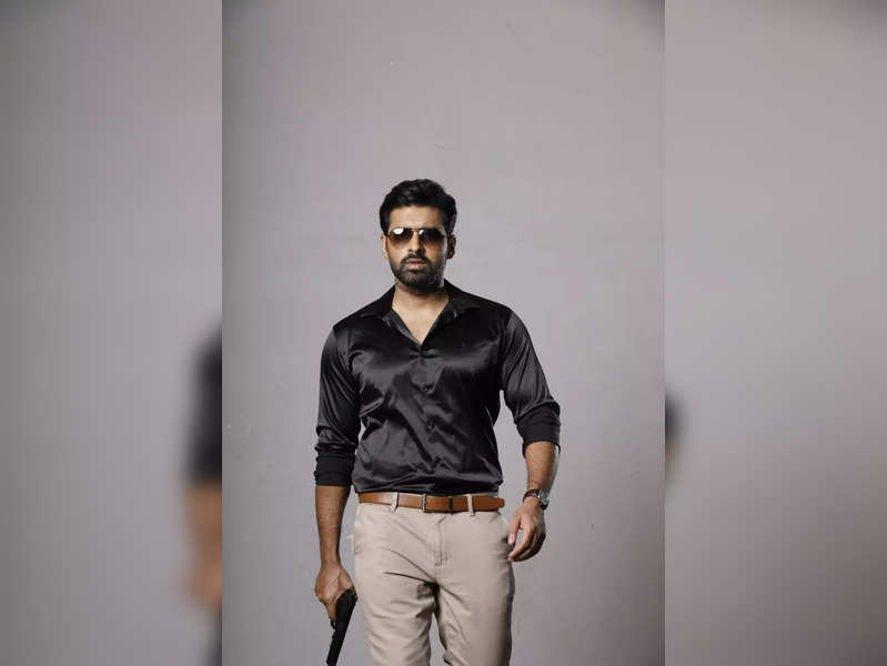 Ankush fractures his ankle on sets of reality show