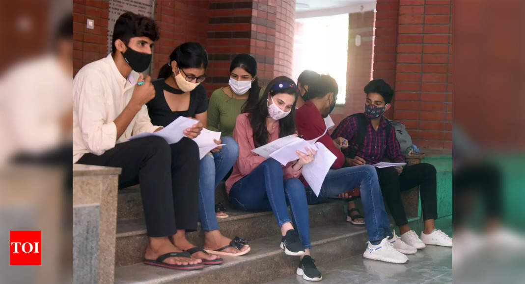 Student groups mount pressure on Jamia to reopen campus