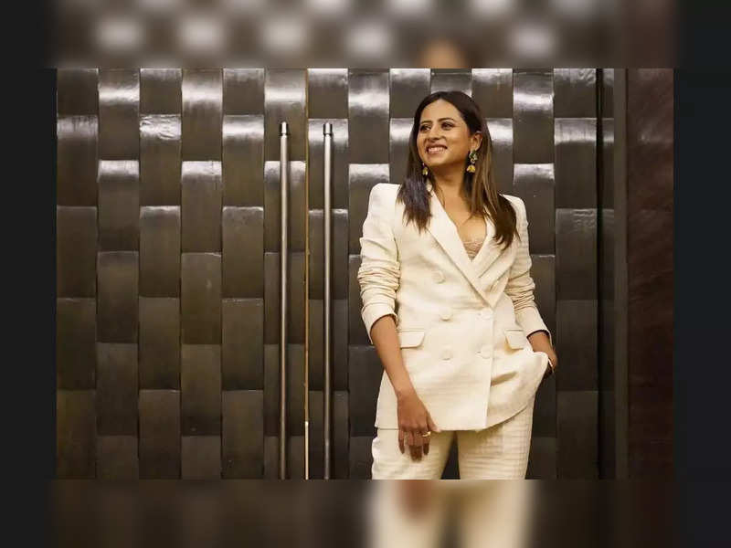 Sargun Mehta uses popular social media trend to answer fans' questions about 'Qismat 2'