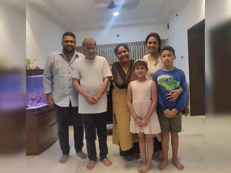 Anant Nag and wife Gayathri visit Rakshit Shetty's home in Udupi