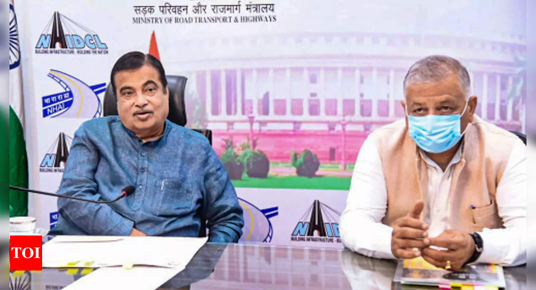 Union minister Nitin Gadkari seeks fixing driving hours for commercial drivers like pilots