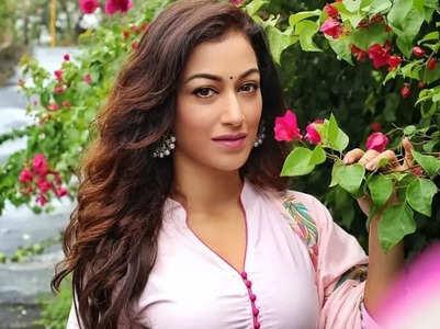 Sunayana urges her followers to donate food