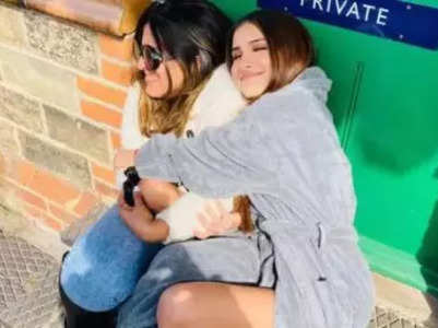 Movies Live Blog! Here's how Tara Sutaria keeps herself warm in freezing locations