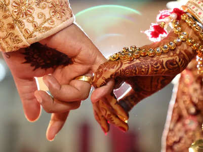 Do women have to change their surname after marriage?