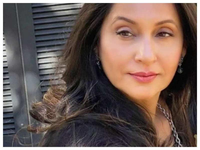 Ashvini Bhave shares a hilarious throwback video as she celebrates '33 years of 'Ashi Hi Banwa Banwi'
