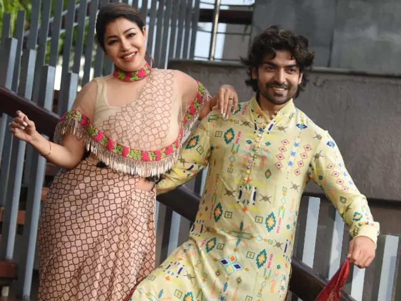 We love being photographed, but don't like to hog the limelight in a Puja pandal: Debina Bonnerjee