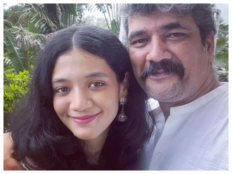 Lokesh Gupte and Shubhavi Gupte give us some major father-daughter goals with their latest picture