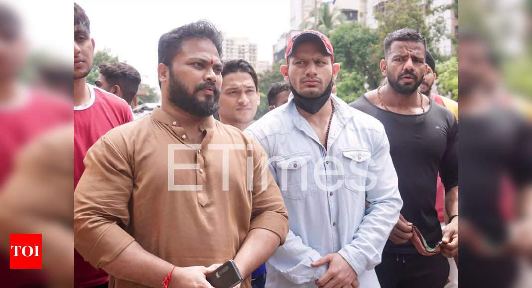 Manoj Patil questions Oshiwara police