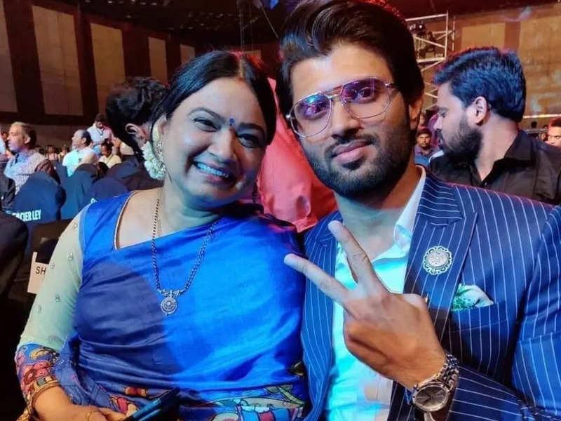 Vijay Deverakonda gives his mom a special gift on her birthday
