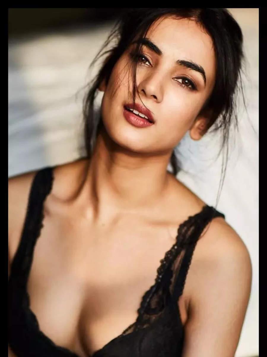 'Jannat' girl Sonal Chauhan's BOLD pics