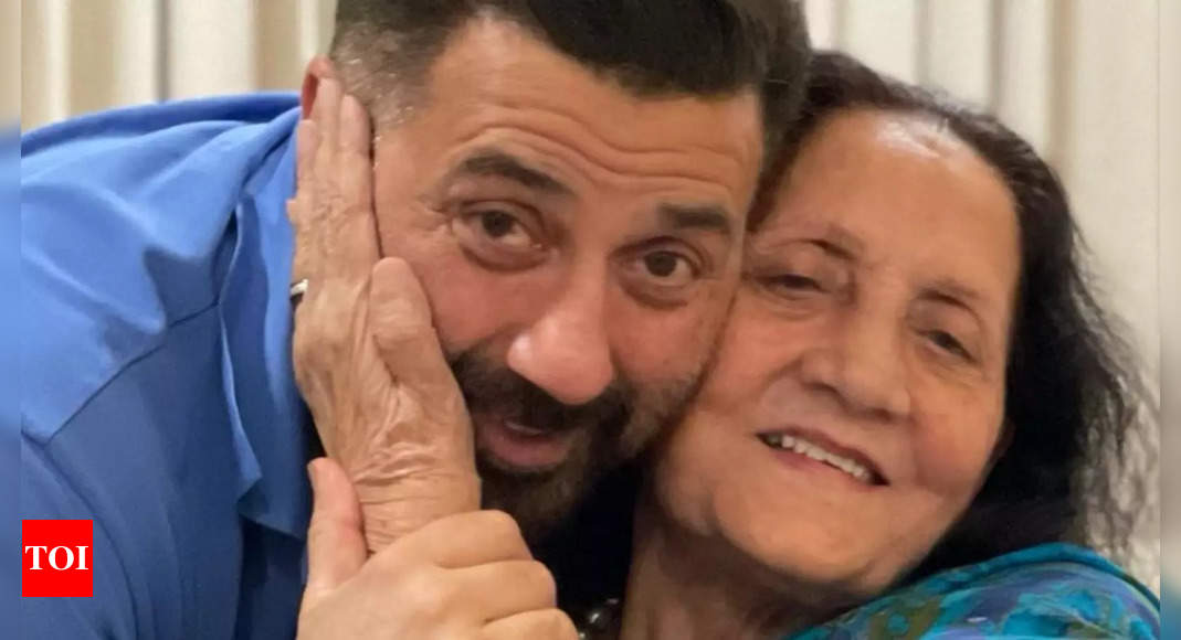 Sunny's video with mom Prakash goes viral