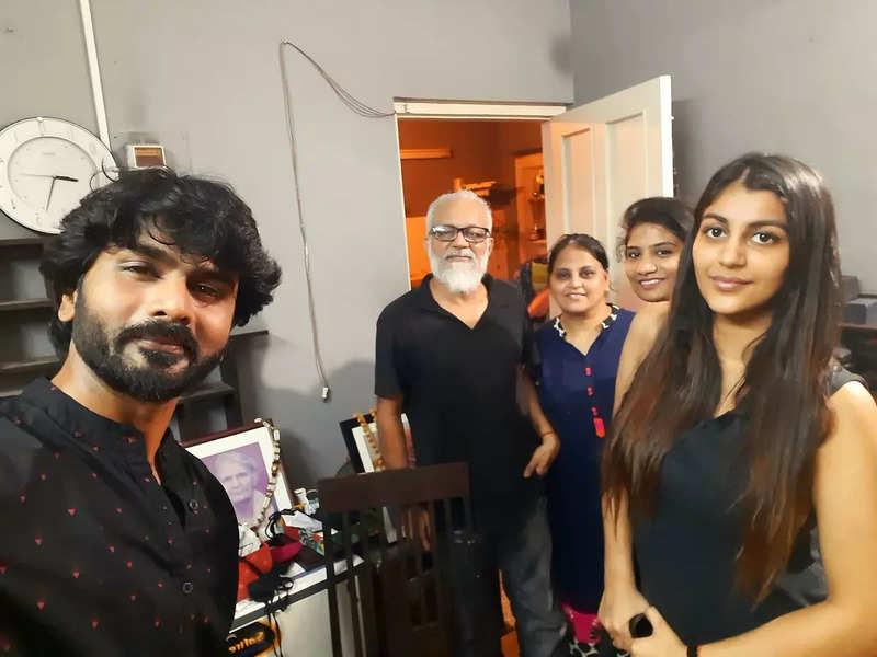 Actor Ashok meets Yashika and family