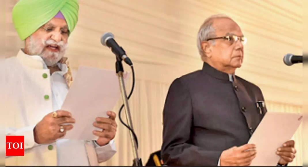 Last-minute drama over shortlist as 15 Punjab ministers take oath