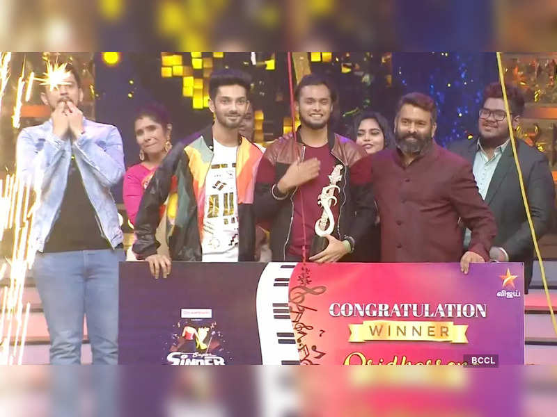 Super Singer Season 8: Sridhar Sena emerges as the winner; receives trophy and Rs. 10 lakh from music composer Anirudh Ravichander (Screenshot)