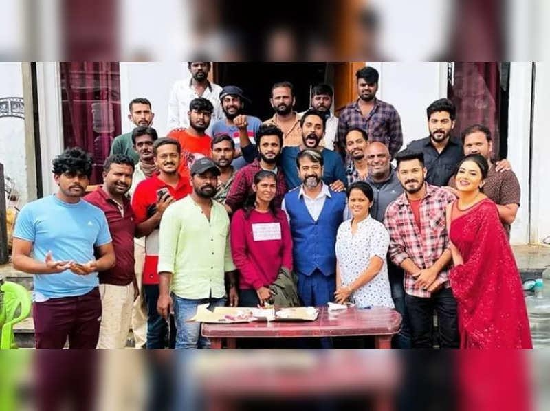 Mohan Shankar celebrates his birthday on the sets of Nagini 2