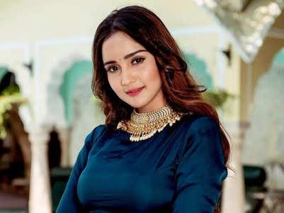 Ashi Singh unveils wedding look in 'Meet'