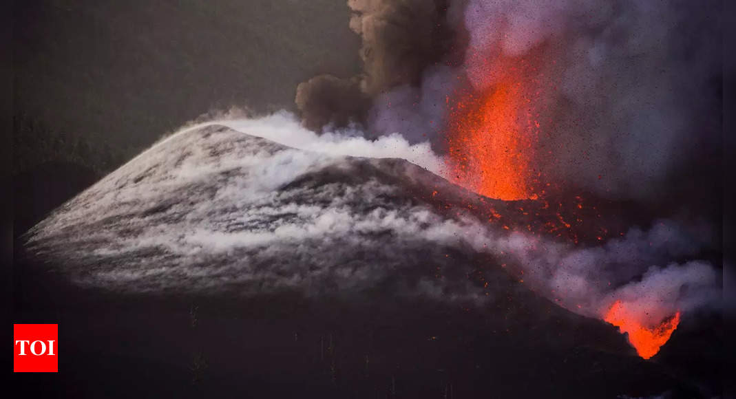 La Palma volcano eruption forces stay-home order for some residents