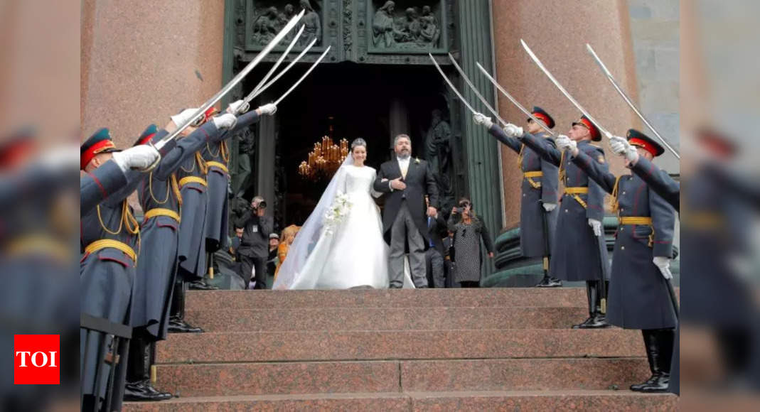 Descendant of tsars becomes first royal to marry in Russia since revolution