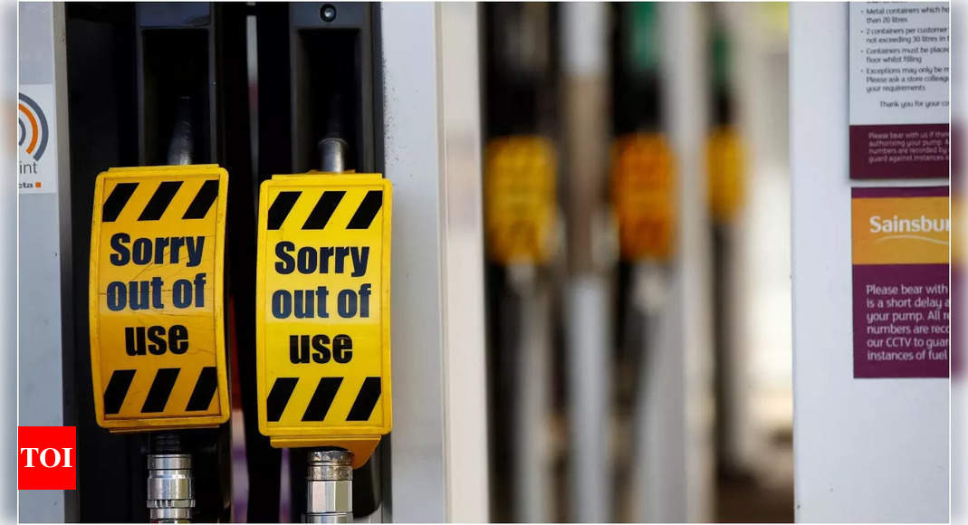 UK to deploy Army officers to address fuel supply shortage thumbnail