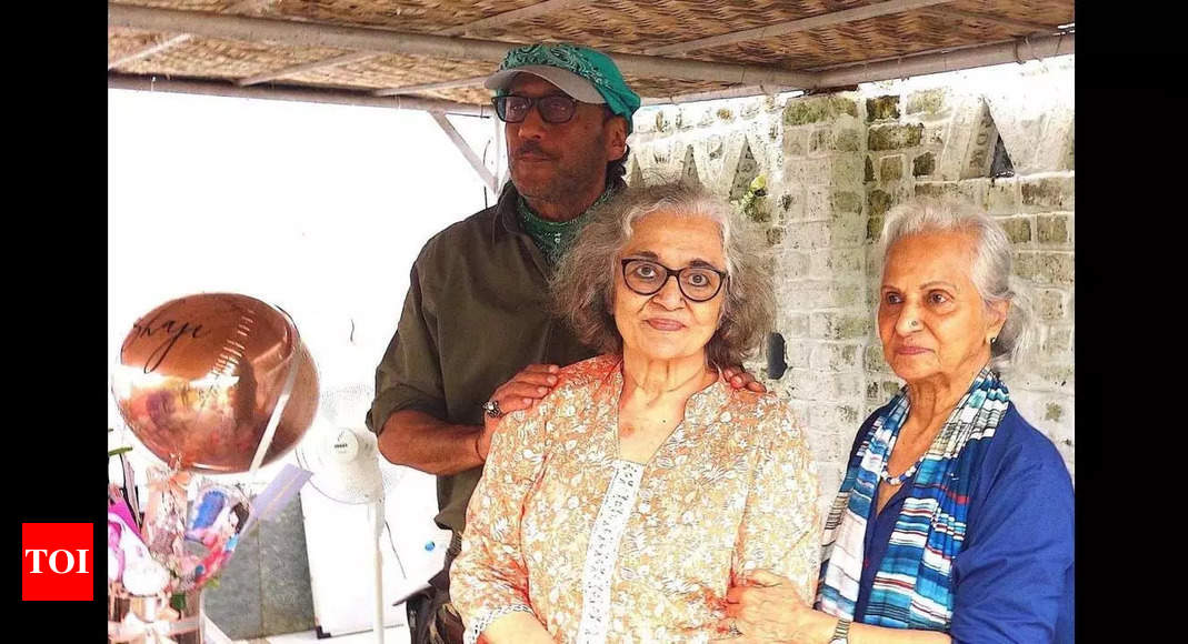 Jackie hosts Asha Parekh's 79th birthday bash