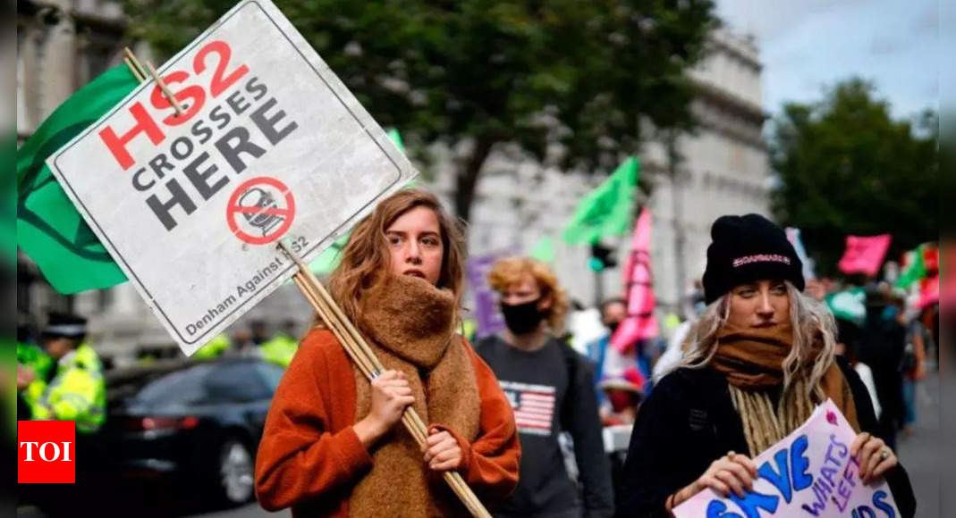 UK climate protesters face tougher penalties for blocking roads thumbnail