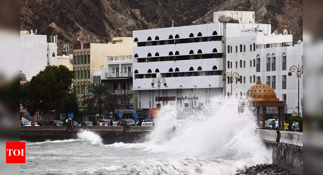 Cyclone Shaheen hits Oman with ferocious winds, killing four thumbnail