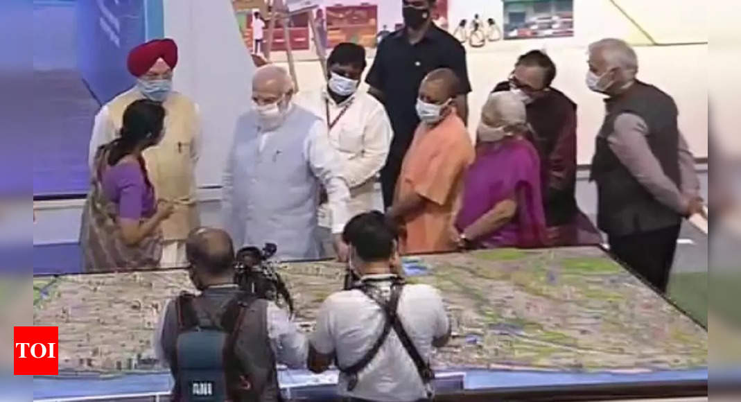 PM Modi visits Azadi@75 Expo in Lucknow