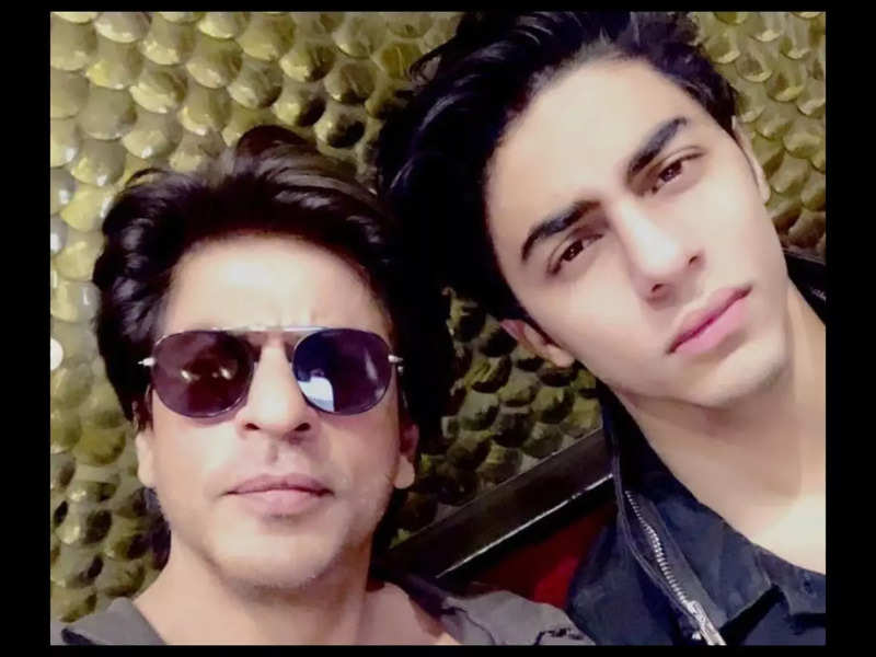 Aryan Khan needs appointment to meet Pa at home, Shah Rukh Khan takes permission of NCB to meet son in lockup! | Hindi Movie News - Times of India