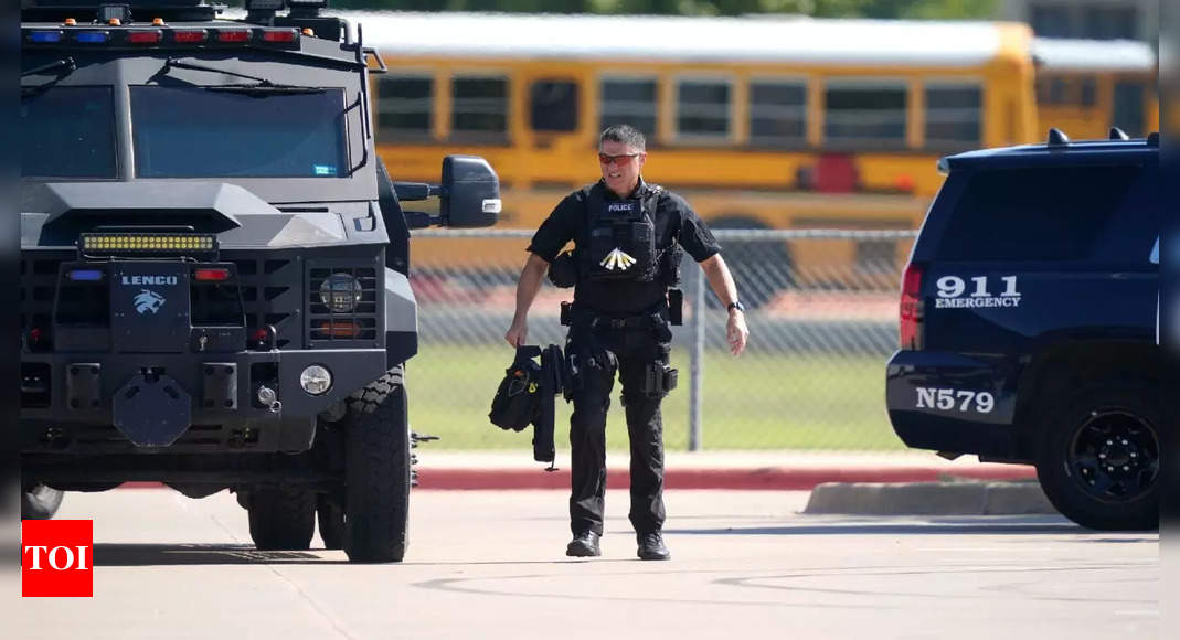 , 4 injured in Texas high school shooting; gunman fled, The World Live Breaking News Coverage & Updates IN ENGLISH
