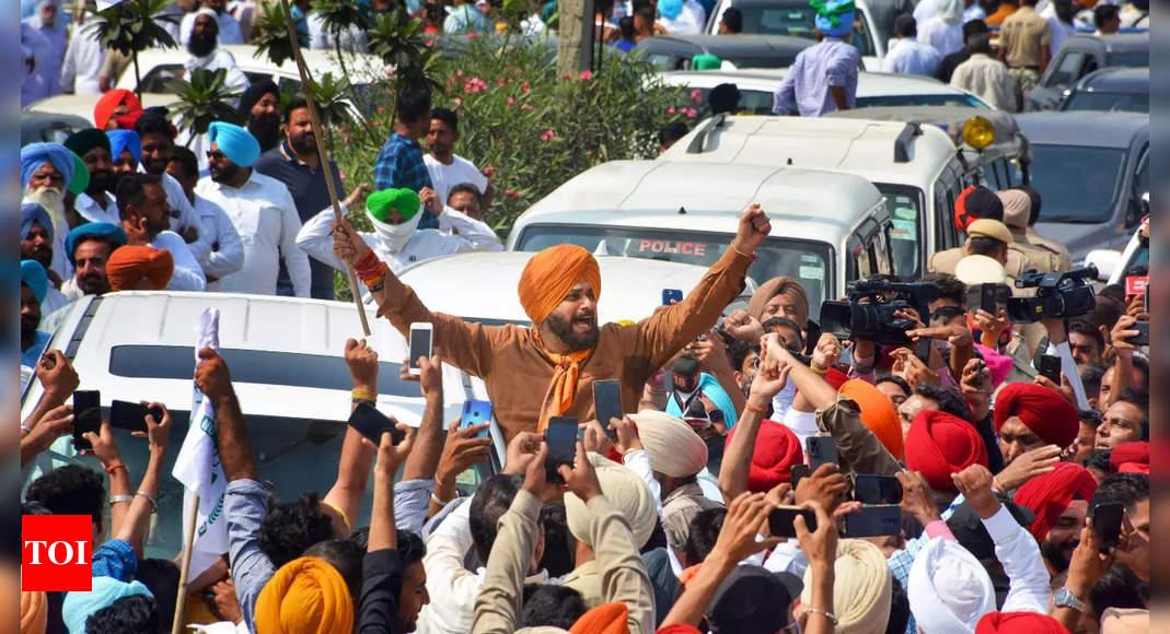 Lakhimpur Kheri violence: Sidhu marches to UP, demands union minister's son's arrest