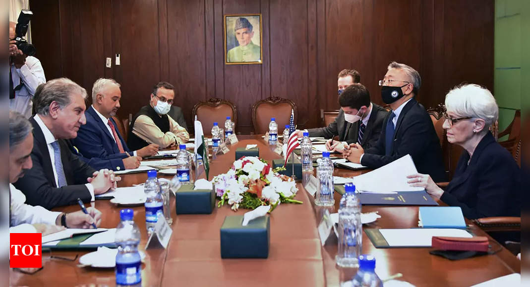 US, Pakistani officials in strained talks over Afghanistan thumbnail