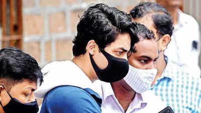aryan: Shah Rukh Khan's son Aryan Khan and 5 others kept in quarantine cell  at Mumbai jail | Mumbai News - Times of India