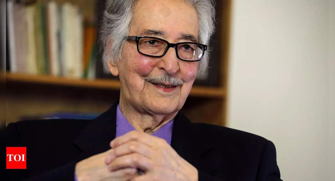 Banisadr, Iran's first president after 1979 revolution, dies