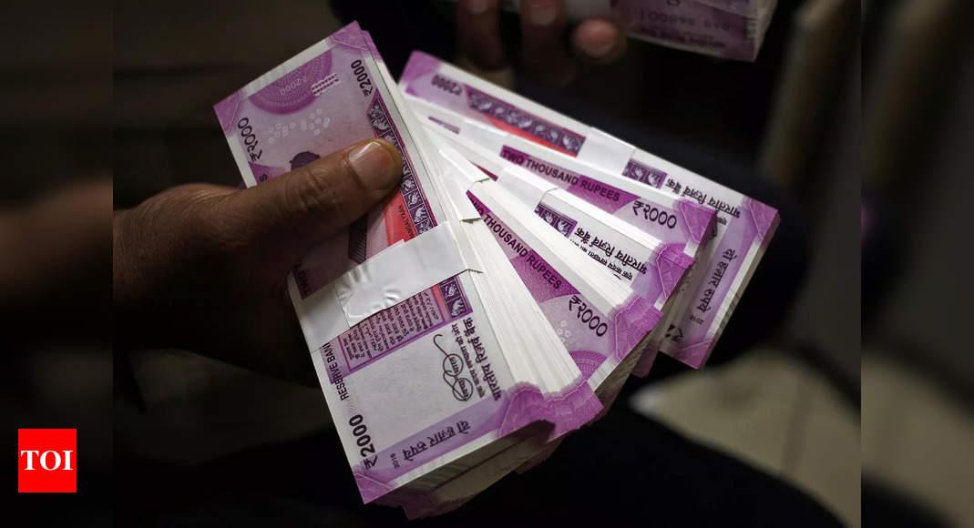 Rupee slumps 17 paise to 75.16 against US dollar