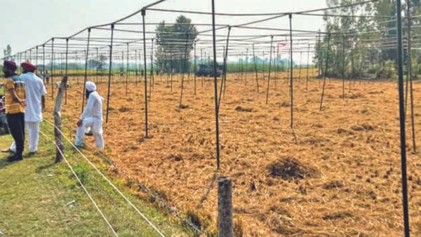 Lakhimpur Kheri Case Live: चारों किसानों के अंतिम संस्कार के लिए हजारों की भीड़ उमड़ी