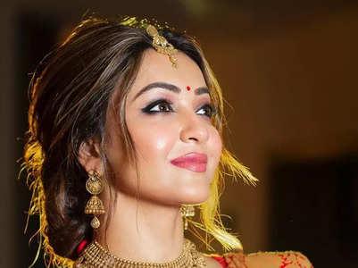 Durga Ashtami: Best celebrity festive looks