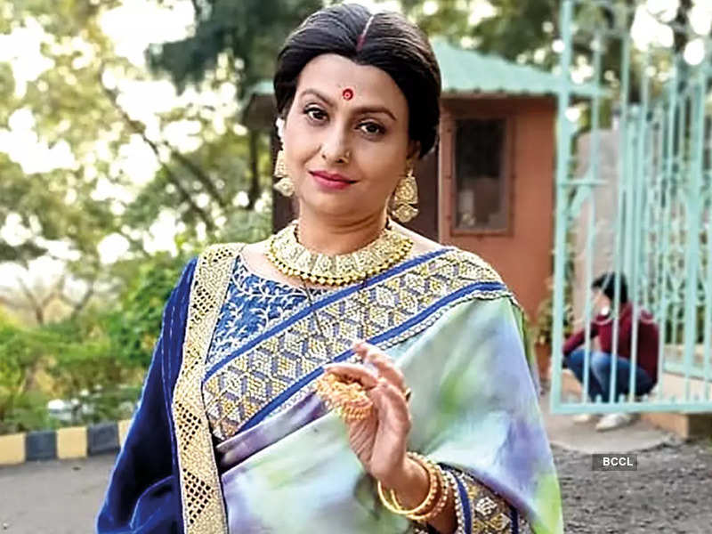 Jaya is celebrating the puja in Mumbai this year while shooting for her latest show