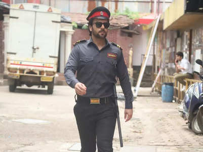 Sanjay disguises as watchman for Kundali