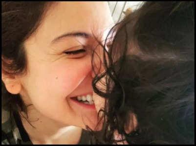 Stars are all hearts for Anushka, Vamika's pic