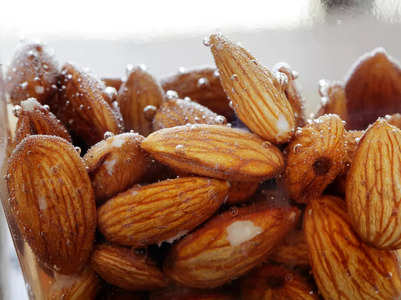 4 reasons why soaked and peeled almonds are better