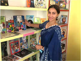Rishina Kandhari inaugurates a library at a village school in Maharashtra
